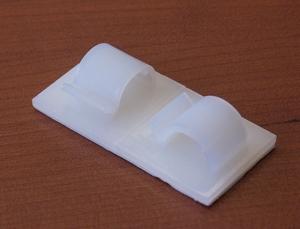 Adhesive nylon clip 25x25x11,5mm, fix Ø8-10mm
